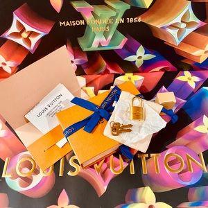 🔐🔐🔐Authentic New Louis Vuitton Lock & Key Set